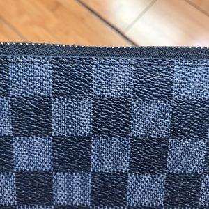 Louis Vuitton Bags - Louis Vuitton Damier Graphite Zippy Wallet